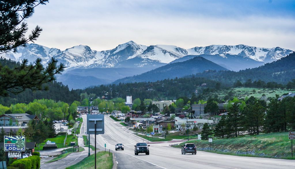 Estes Park at the base of Rocky Mountain National Park in Colorado | The 3 Star Traveler