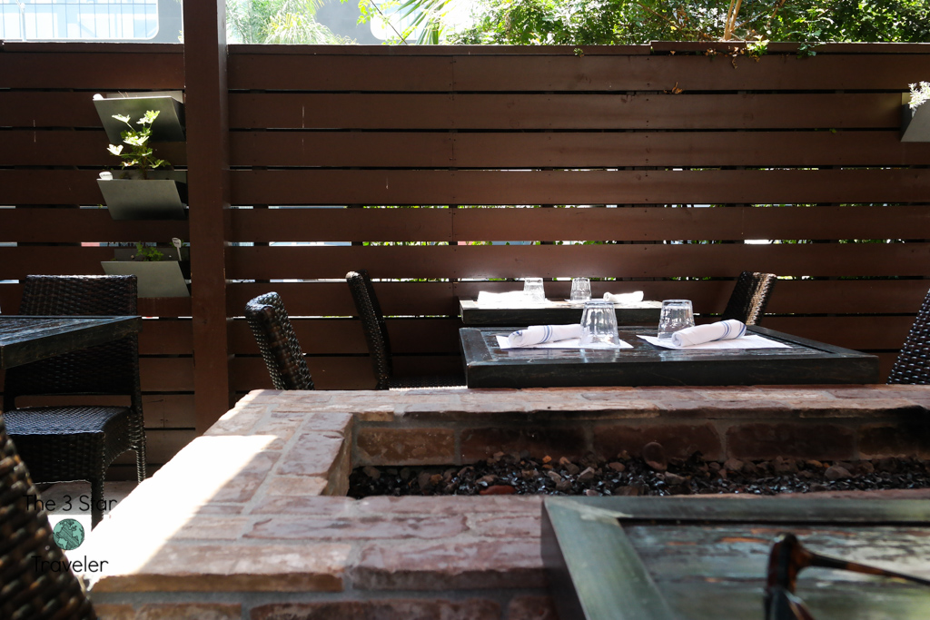 Outdoor Patio at The Running Goose Hollywood | Travel Tips | The3StarTraveler.com
